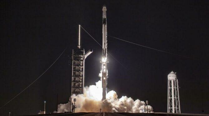 SpaceX, yeni Starlink uydularını uzaya gönderdi